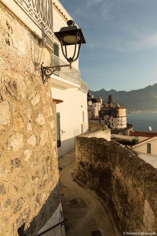 Weg oberhalb der Küste von Amalfi nach Atrani