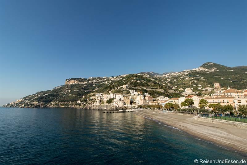 Blick auf Minori und den Strand
