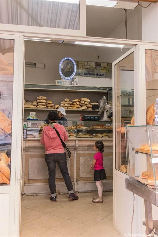 Bäckerei in der Altstadt von Neapel