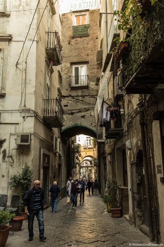 Vico Cinquesanti in der historischen Altstadt von Neapel