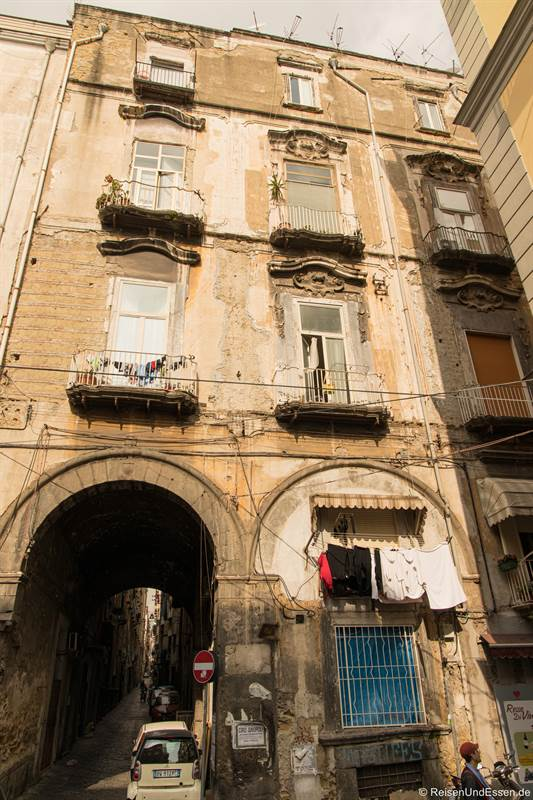 Altes Haus in der historischen Altstadt - Sehenswürdigkeiten in Neapel