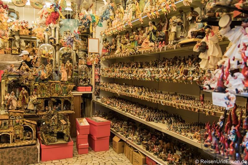 Krippefiguren in der Via San Gregorio - Sehenswürdigkeiten in Neapel