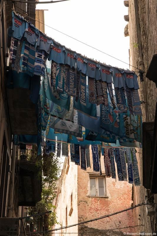 Schals von SSC Neapel im Centro Storico