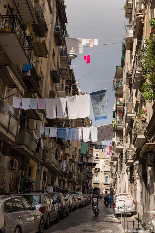 Wäsche in der historischen Altstadt von Neapel