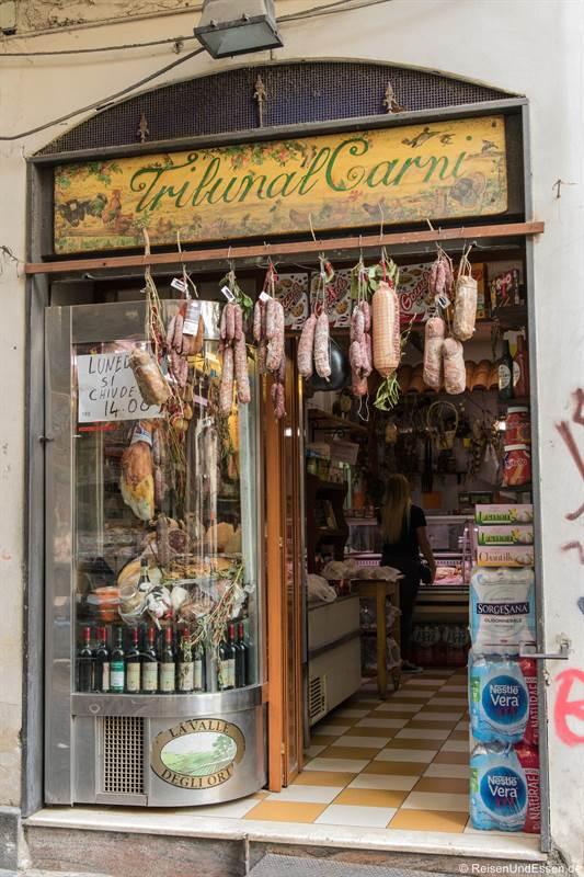 Metzgerei in der Altstadt von Neapel