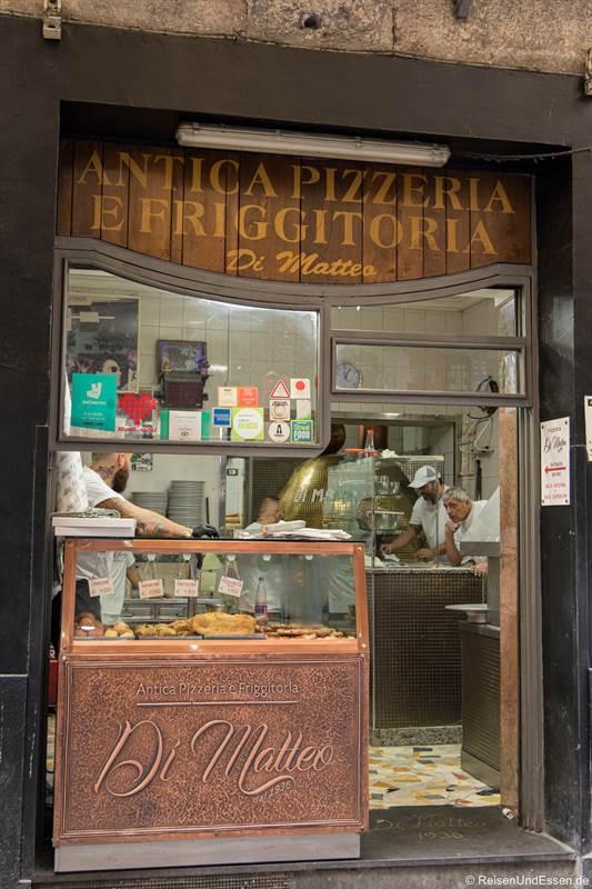 Pizzeria Di Matteo in der Altstadt von Neapel