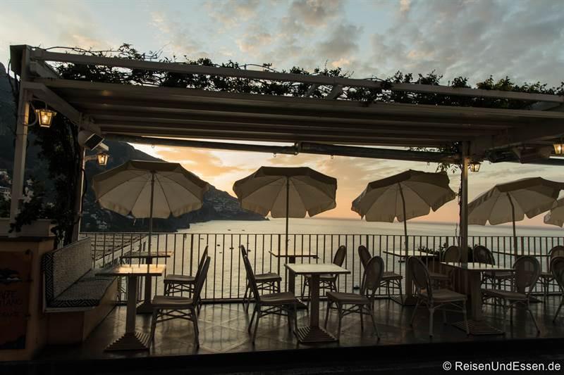 Bar mit Blick auf das Meer in Positano