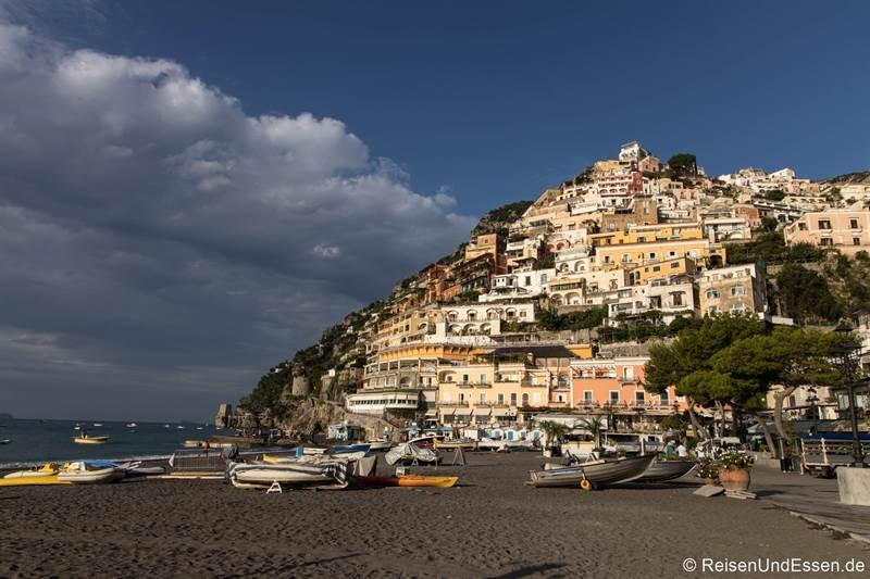 Am Strand von Positiano an der Amalfiküste