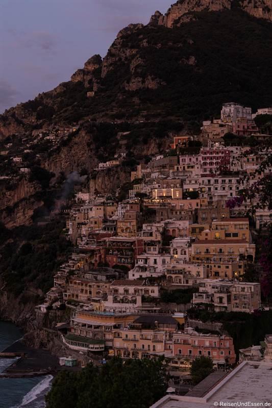 Häuser in Positano vor dem Sonnenaufgang