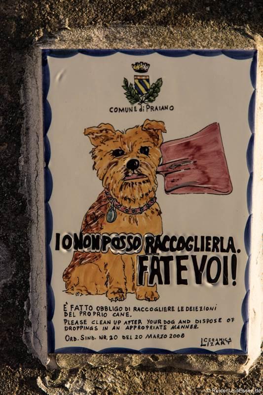 Schild in Praiano mit dem Hinweis auf Hundekot