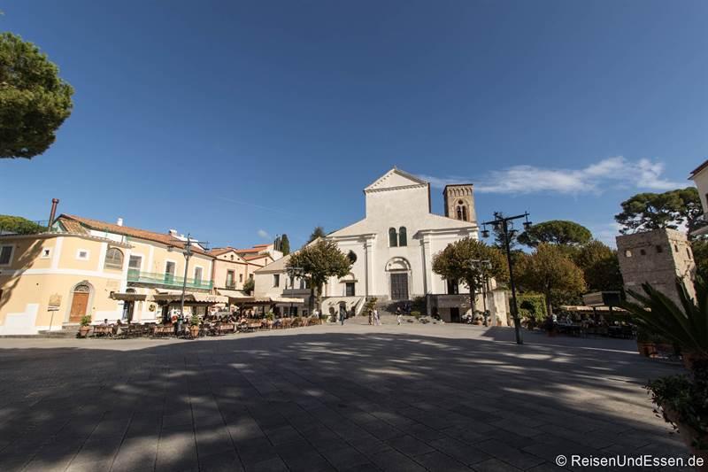 Piazza und Dom in Ravello an der Amalfiküste