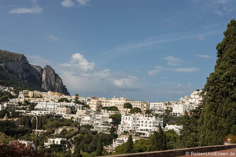 Blick auf die weißen Häuser in Capri