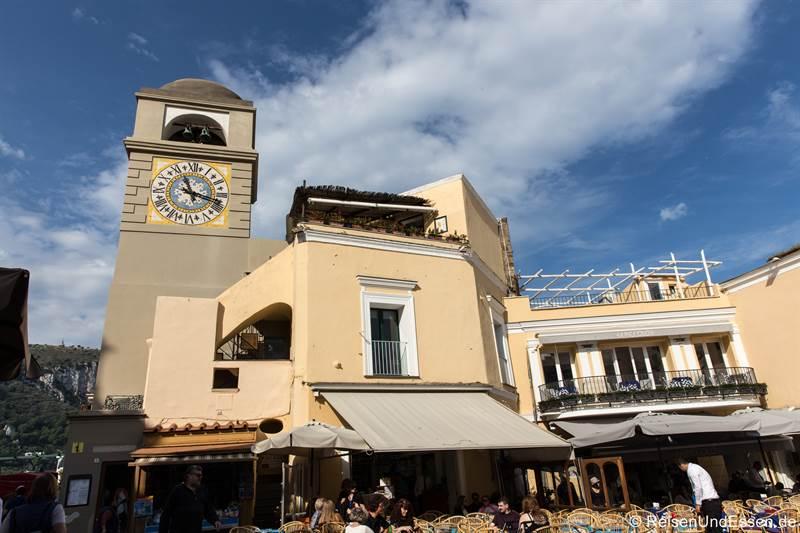 Turm und Haus am Piazza Umberto