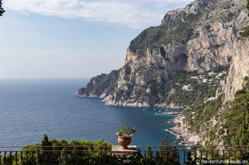 Blick von Faraglioni in Richtung Punta di Mulo auf Capri