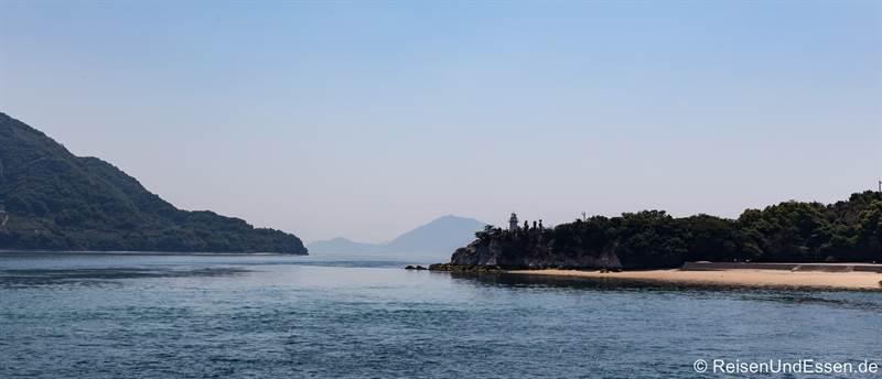 Blick auf das Meer und andere Inseln