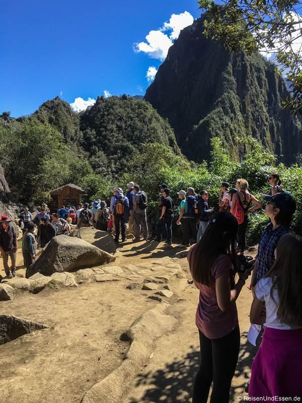 Warteschlange am Checkpoint beim Huayna Picchu für die zweite Einlasszeit