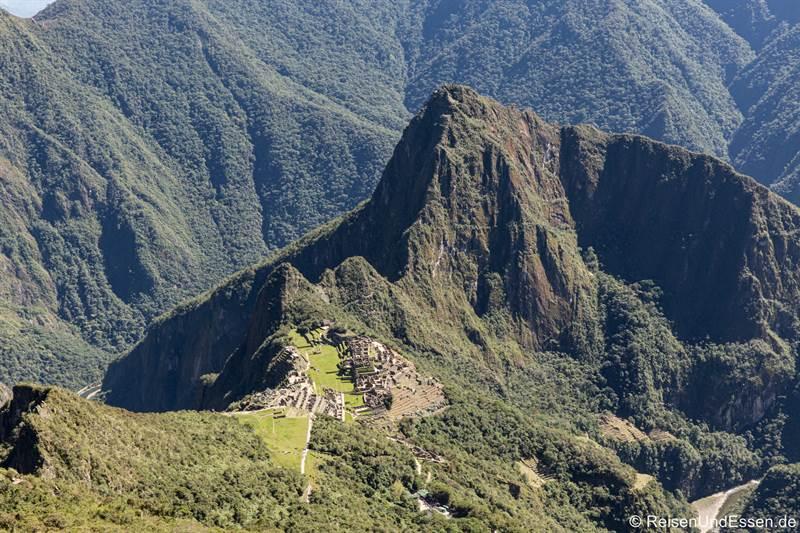 Blick vom Montaña auf Machu Picchu