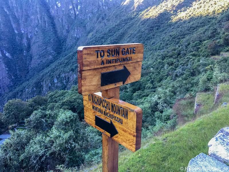 Wegweiser zum Sonnentor und Mountaña
