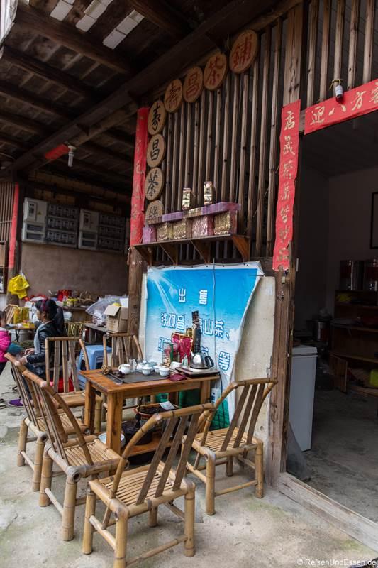 Imbiss und Küche im Rundhaus der Hakka in Tianluokeng