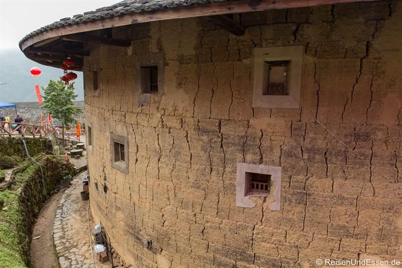 Rundhaus der Hakka in Tianluokeng von Außen im Detail