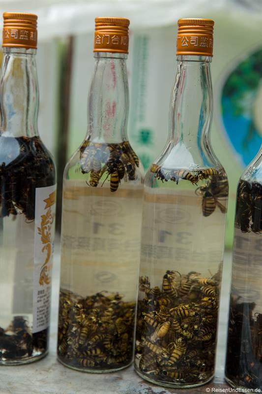Schnaps mit Bienen als Souvenir in Fujian