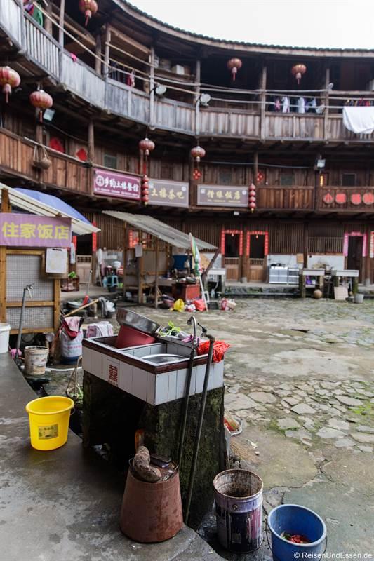 Spüle im Rundhaus der Hakka in Tianluokeng