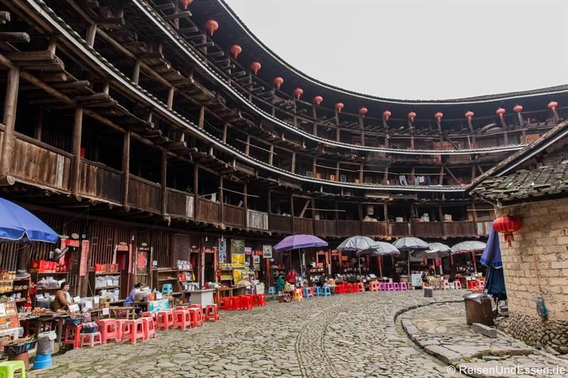 Blick in den Tulou in Yuchang von Innen