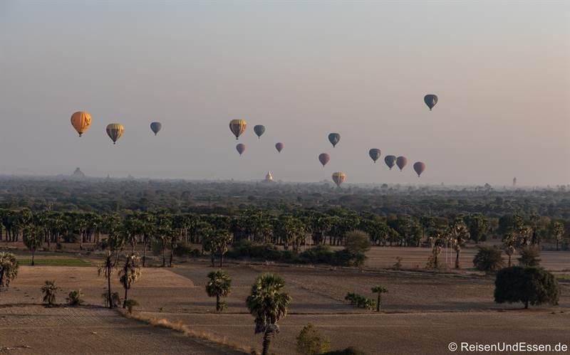 Ballonfahrt zum Sonnenaufgang über den Pagoden von Bagan - Sehenswürdigkeiten in Myanmar