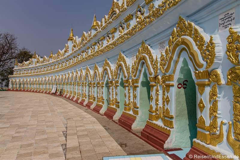 U Min Thonze Tempel in Inwa bei Mandalay