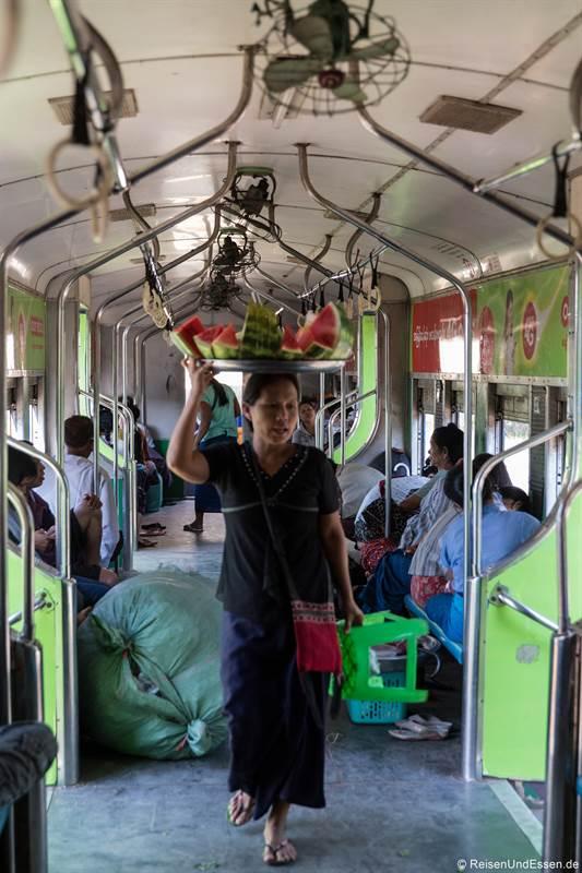 Fahrt im Circle Train in Yangon