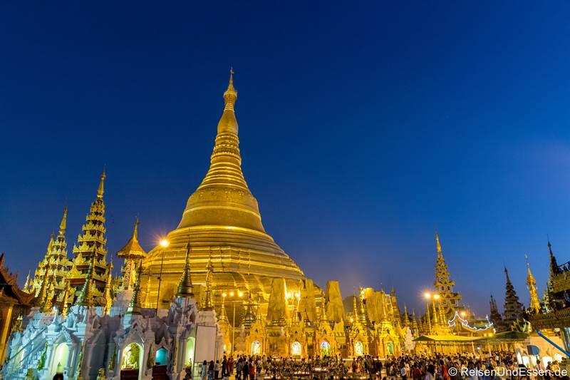 Shwegadon Pagode in Yangon zur blauen Stunde - Sehenswürdigkeiten in Yangon