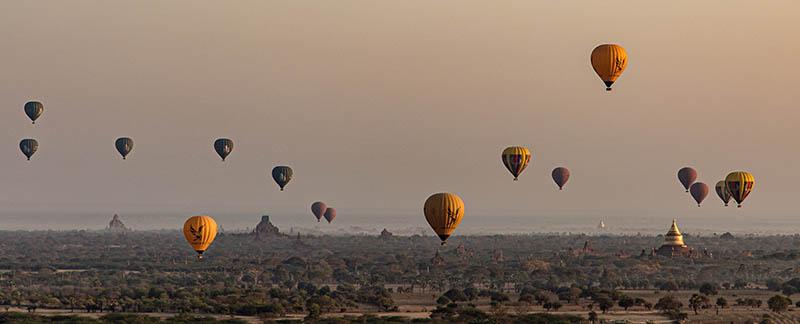 Fahrt mit dem Ballon zum Sonnenaufgang über den Pagoden von Bagan