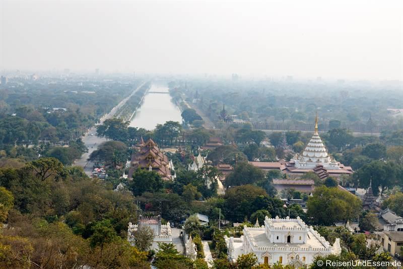 Aussicht vom Mandalay Hill auf den Königspalast