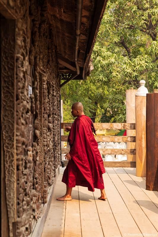 Mönch im Shwenandaw-Kloster