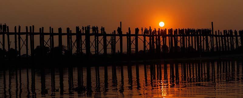 Sonnenuntergang an der U-Bein-Brücke bei Mandalay