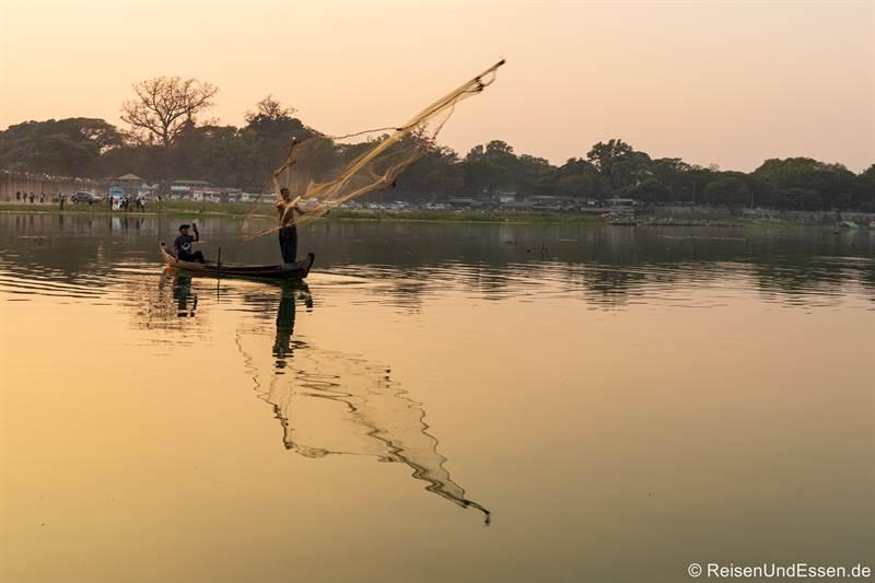 Fischer bei der U-Bein-Brücke in Amarapura