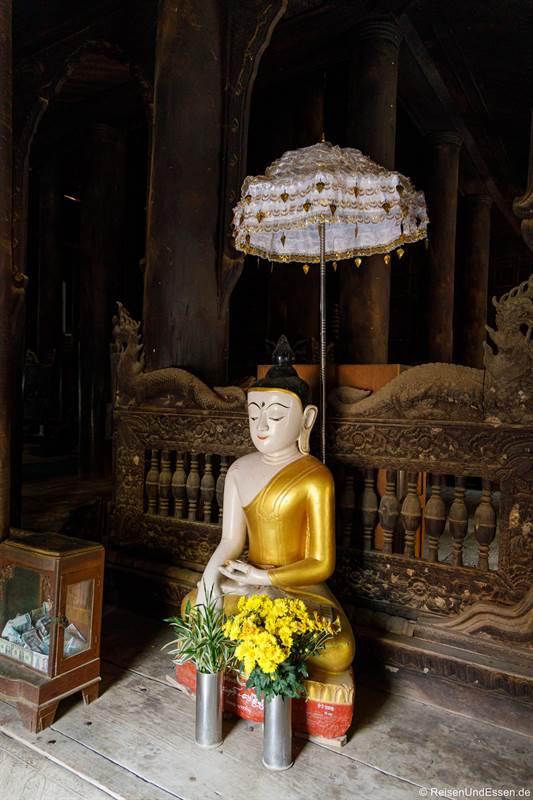 Buddha im Bagaya Kloster in Inwa bei Mandalay