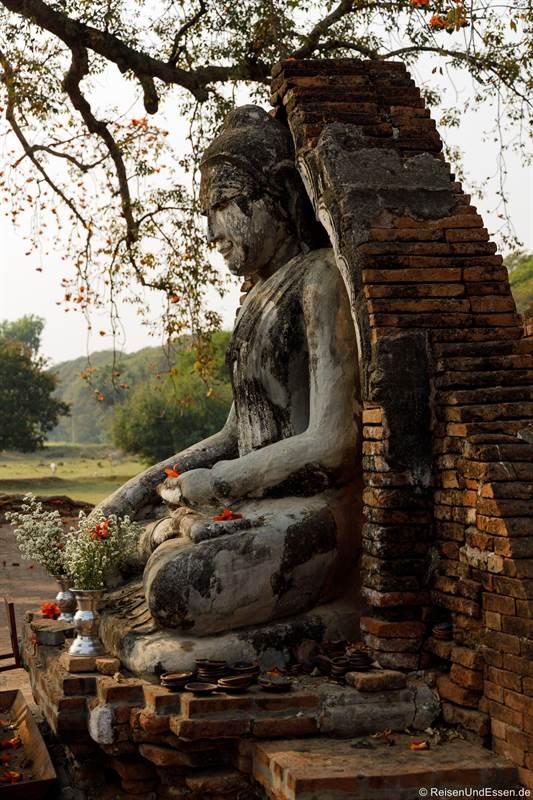 Buddha in der Yadana Hsemee Pagode in Inwa