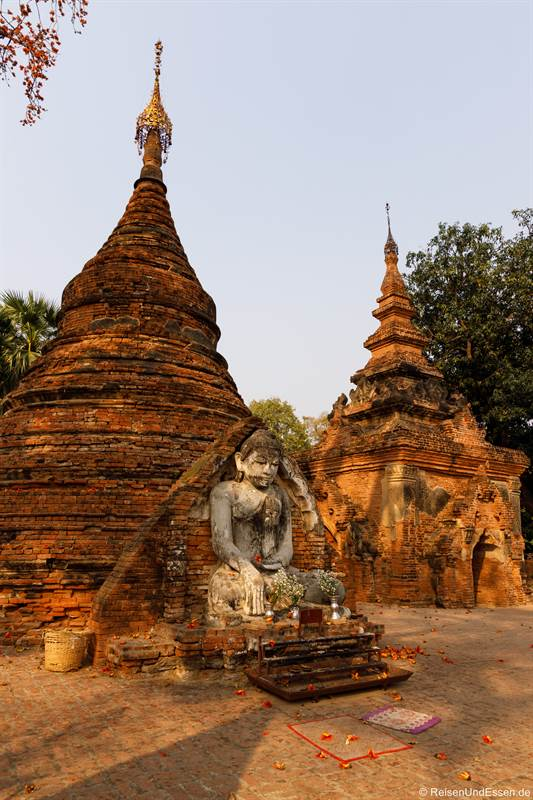 Stupas in der Yadana Hsemee Pagode in Inwa