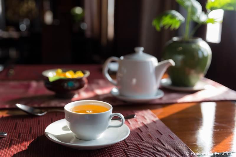Tee zum Frühstück auf der RV Paukan