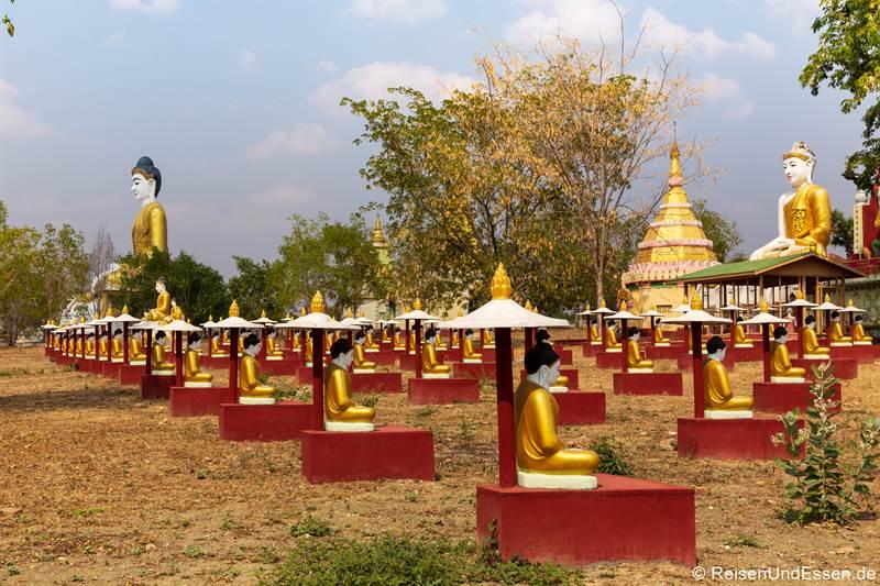 Buddhas am Po-Khaung-Hügel in Monywa
