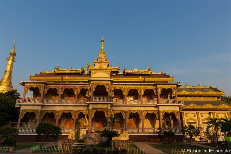 Palast in der Shwezegon Pagode in Monywa
