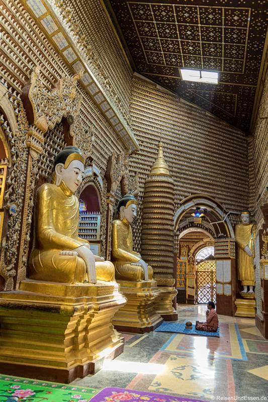 Sitzende Buddhas in der Thanboddhay-Pagode bei Monywa