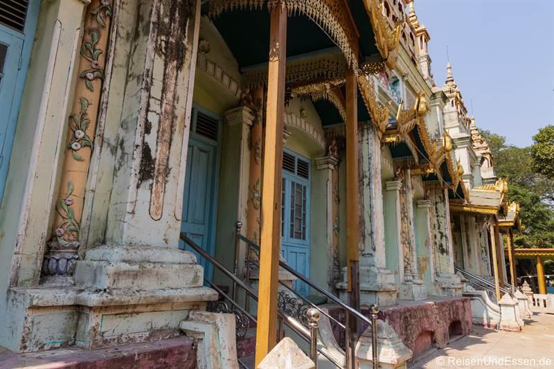 Alte Häuser in der Thanboddhay Pagode in Monywa