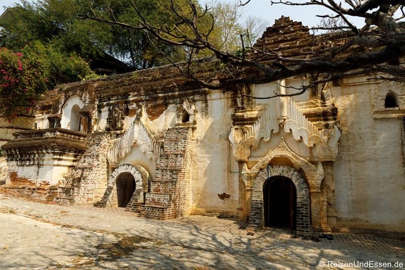 Eingang zum Höhlenkloster Tilawkagru in Sagaing