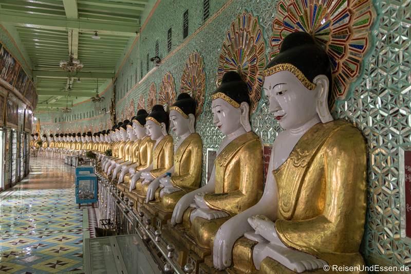 Buddhas in der U Min Thonze-Pagode - Sehenswürdigkeiten in Sagaing