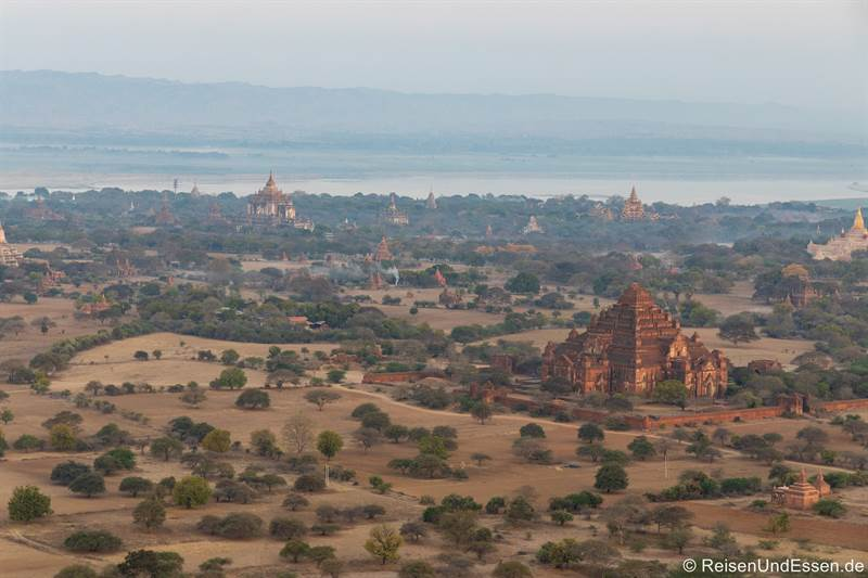 Pagoden in Old Bagan vom Heissluftballon