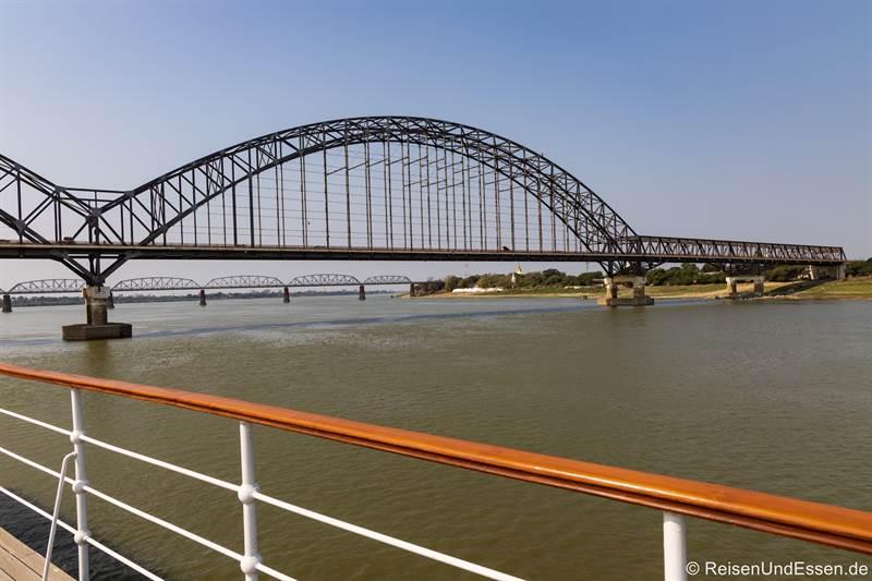 Brücken über den Fluss Irrawaddy in Mandalay