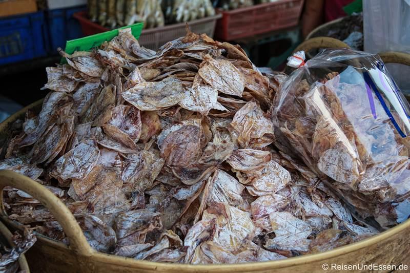 Tintenfisch am Tha Tien Pier in Bangkok