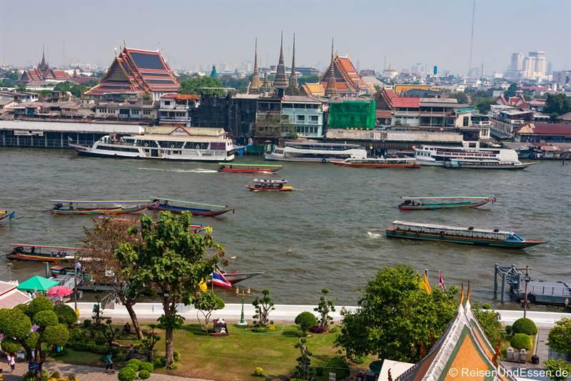 Aussicht vom Wat Arun auf Wat Pho und Chao Phraya